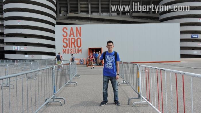 Jalan masuk menuju Museum San Siro