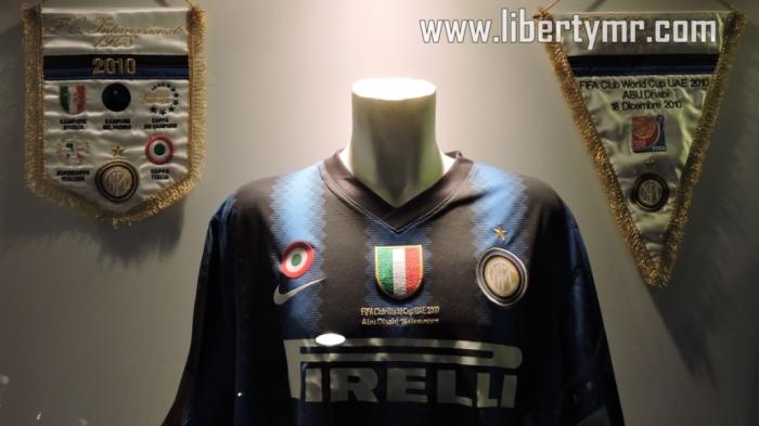 Jersey yang digunakan saat Inter menjuarai piala dunia antar club Jersey yang digunakan saat Inter menjuarai piala dunia antar club