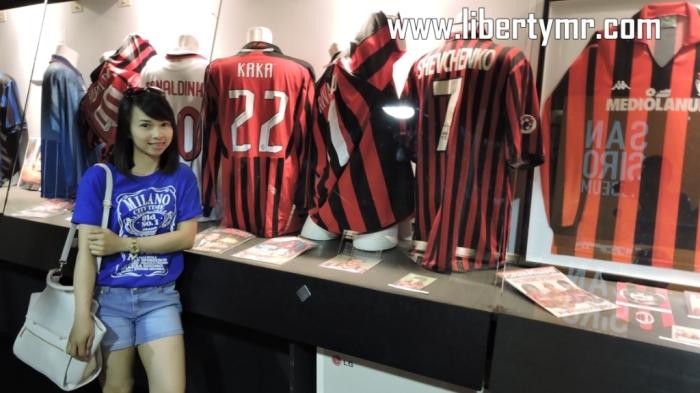 Bekas seragam mantan pemain AC Milan diantaranya : Paolo Maldini, Ronaldinho, Kaka, dan Shevchenko.