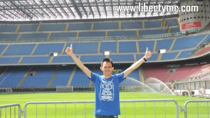 Foto dari rumput hijau stadion GM San Siro