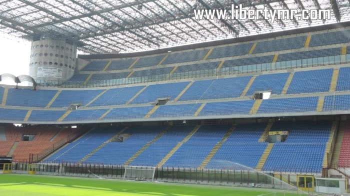 Curva Sud (Tribun Selatan) dikuasai oleh suporter fanatik AC Milan